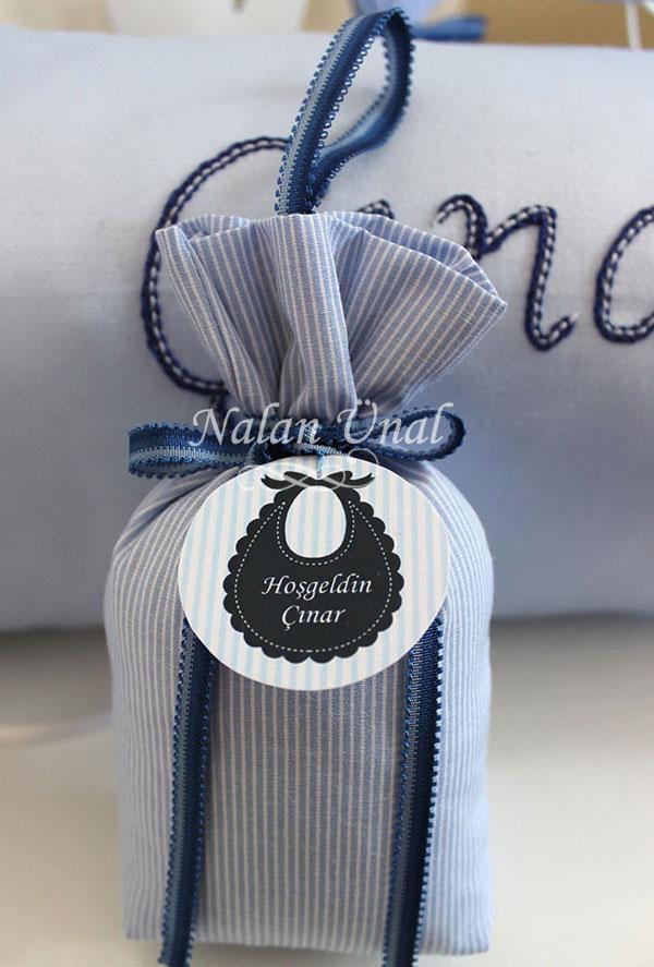 erkek bebek hediyeliği için etiketli lavanta kesesi