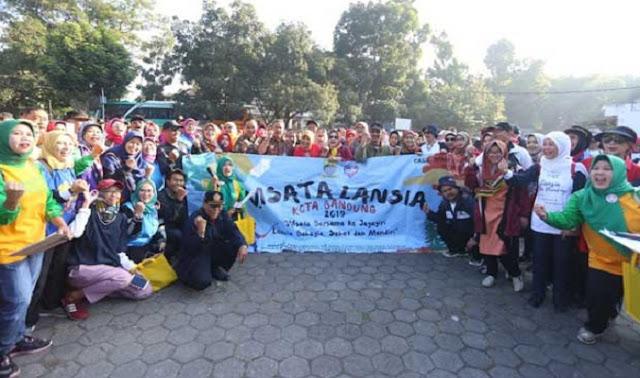 Pemkot Bandung Ajak 300 Lansia Berwisata