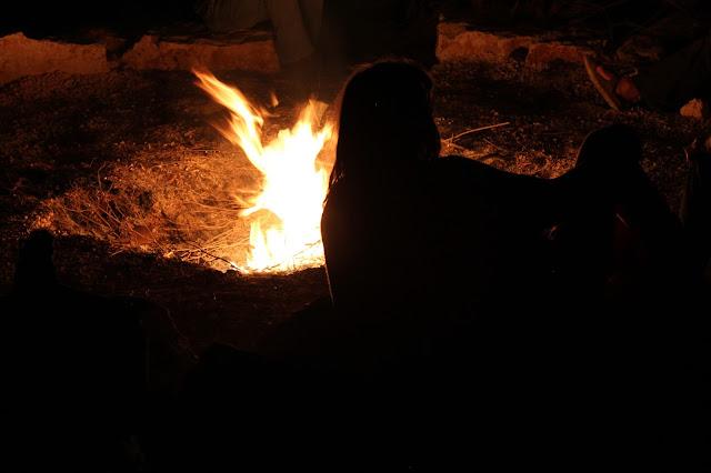 danza attorno al fuoco