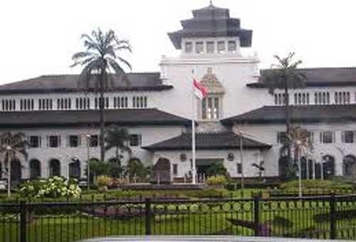 Bagi warga Bandung ataupun wisatawan yang sedang berkunjung ke kota Bandung tentunya meng Sejarah Awal Berdiri Gedung Sate