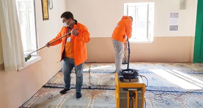 Büyükşehir Ekipleri, Tarsus Ve Çamlıyayla'da Mezarlık Ve Cami Temizlik Çalışmalarını Sürdürüyor