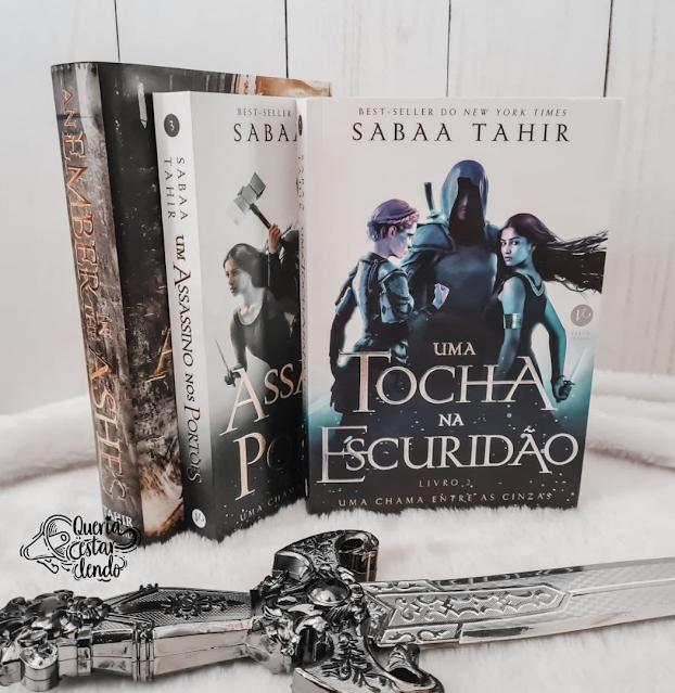 Resenha: Uma tocha na escuridão - Sabaa Tahir