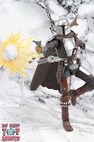 S.H. Figuarts The Mandalorian (Beskar Armor) 35