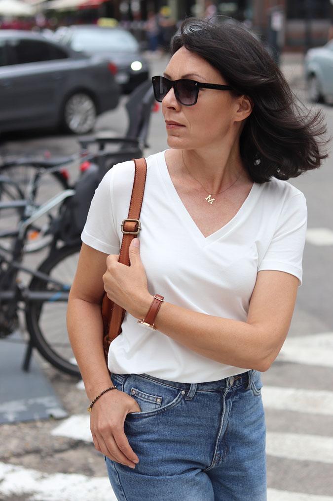 biały t-shirt damski z dekoltem w serek