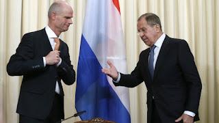 """Λαβρόφ: """"Σκηνοθετημένη"""" από μυστικές υπηρεσίες τρίτης χώρας η επίθεση με χημικά"""