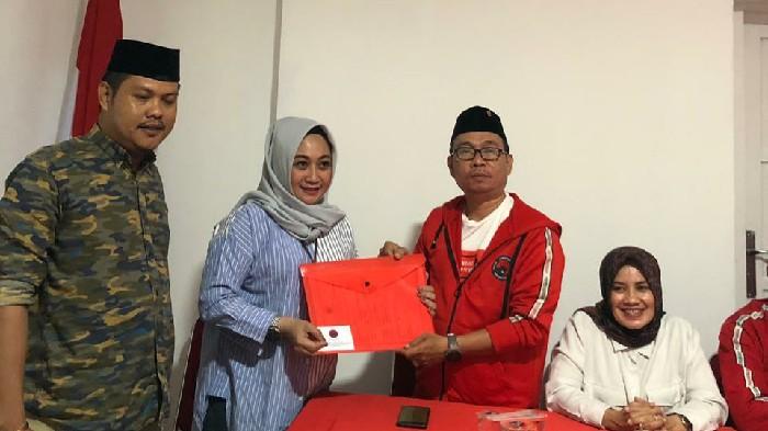 Siap Maju di Pilwalkot Makassar, Julia Resmi Kembalikan Formulir ke PDIP