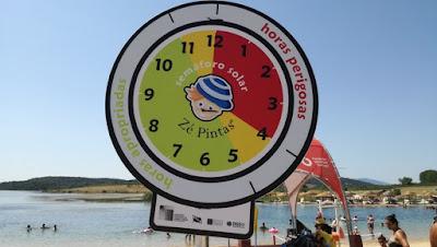 Semáforo Solar na praia do Azibo