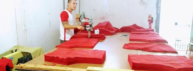 Máquina de corte de uniformes em ação em Itajubá - Divulgação/Seap