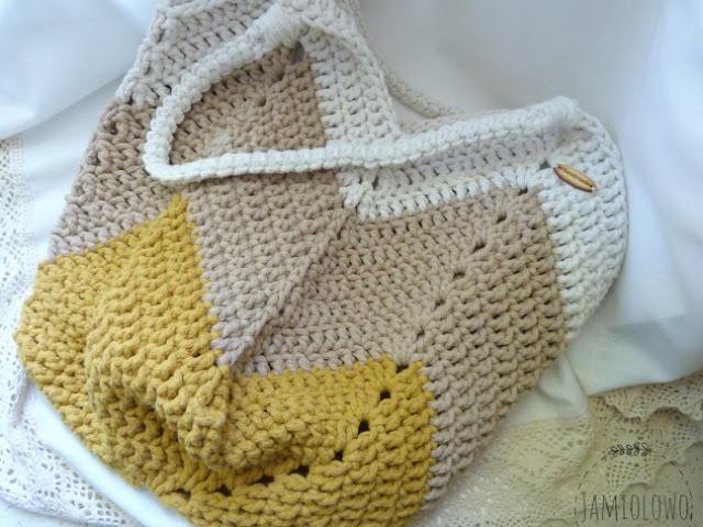 sznurkowa torba zrobiona szydełkiem