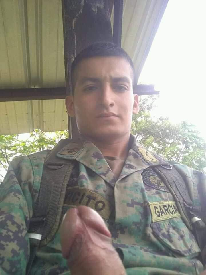 soldados masturbandosen