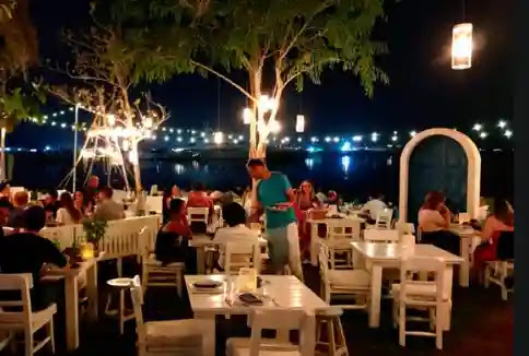 مطعم فيش بيتش تافرنا