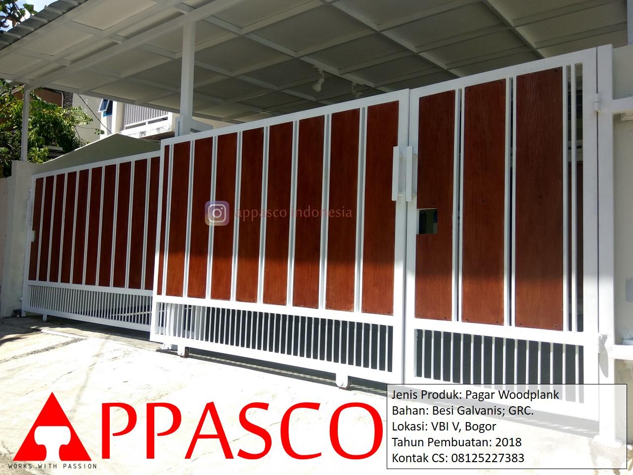 Pagar Woodplank Besi Putih Minimalis Galvanis GRC di Villa Bogor Indah