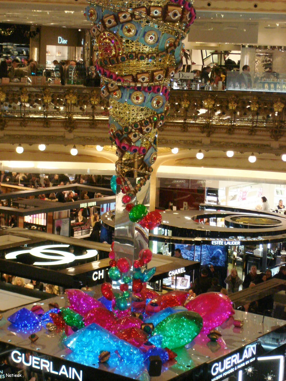 Sapin de Noël inversé  Galeries Lafayette