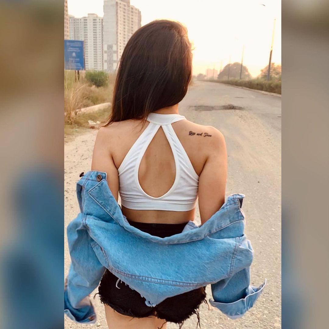 hot Komal Negi back tattoo photo