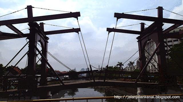 Jalan-Jalan KeNai Di Jembatan Kota Intan