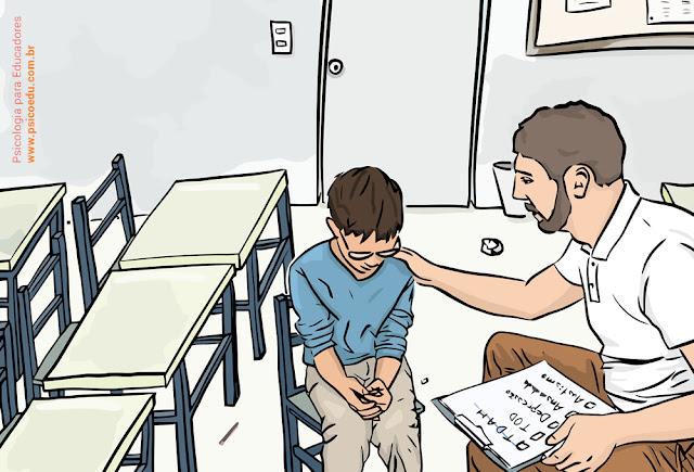 Professor conversando com aluno com dificuldades em sala de aula