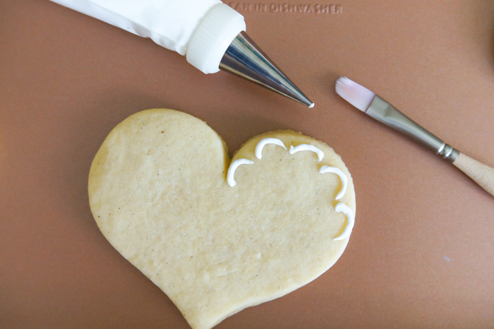 How to Make Lace-Trim Decorated Cookies