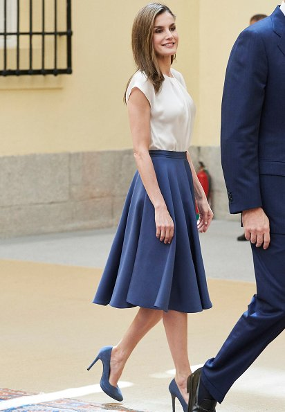 Queen Letizia wore Hugo Boss blouse and skirt, Magrit Pumps at the meeting of members of the Boards of Trustees of the Princess of Asturias Foundation