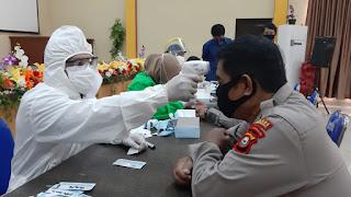 Deteksi Awal Personil Polres Bantaeng Jalani Rapid Test