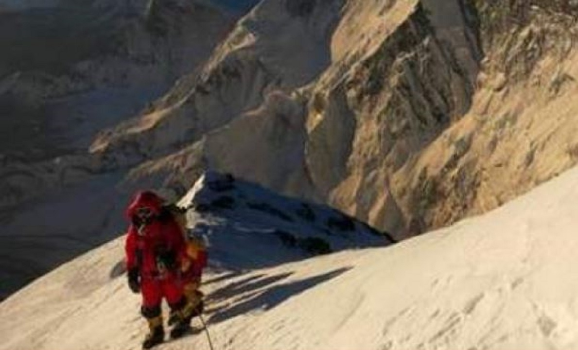 Corona reached Everest, first case found