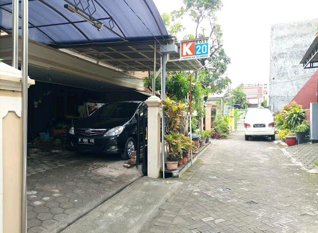 Parkir mobil kost k20