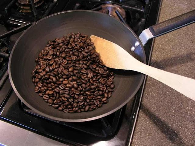 Cách rang cà phê bằng chảo