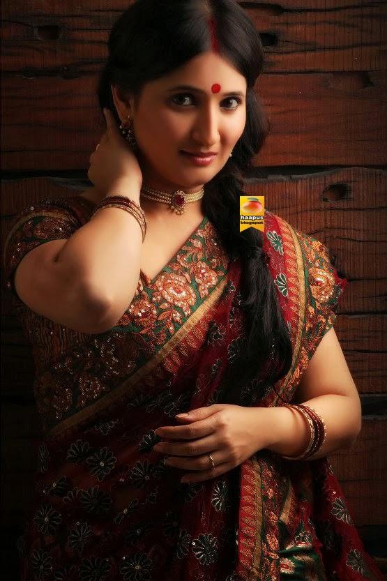 gorgeous ketaki thatte in saree cute marathi actresses