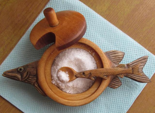 деревянная резная солонка
