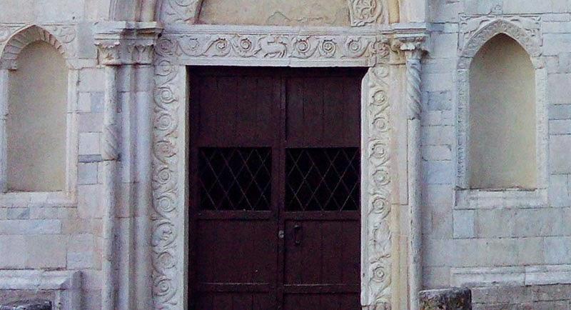 abadia farfa entrada basilica - Abadia de Farfa
