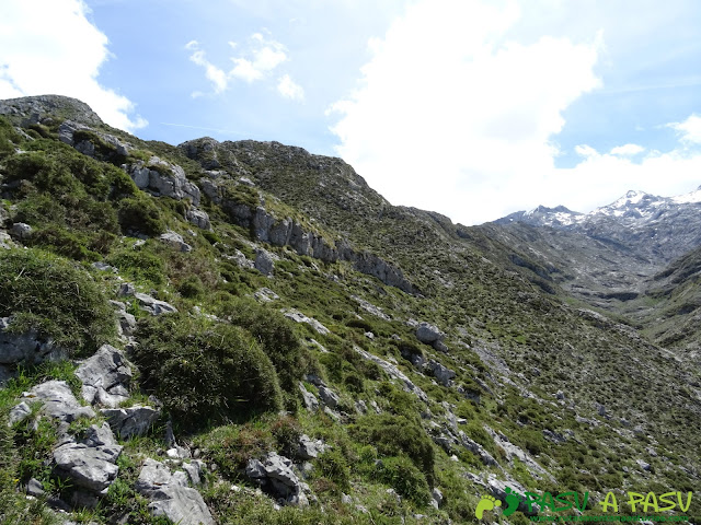 Ruta al Cantu Ceñal: Subiendo del Valle del Resecu al Tolleyu