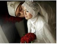 Bolehkah Istri Telan Sp3rma Suami Saat Berjima' Menurut Islam? Begini Penjelasannya