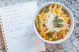 Pumpkin Alfredo is creamy #vegan #recipevegetarian