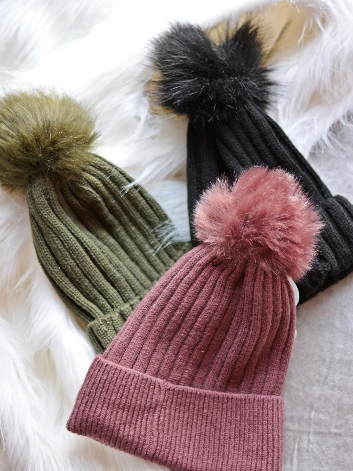 czapki z pomponami