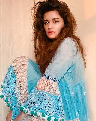 Avneet Kaur Images