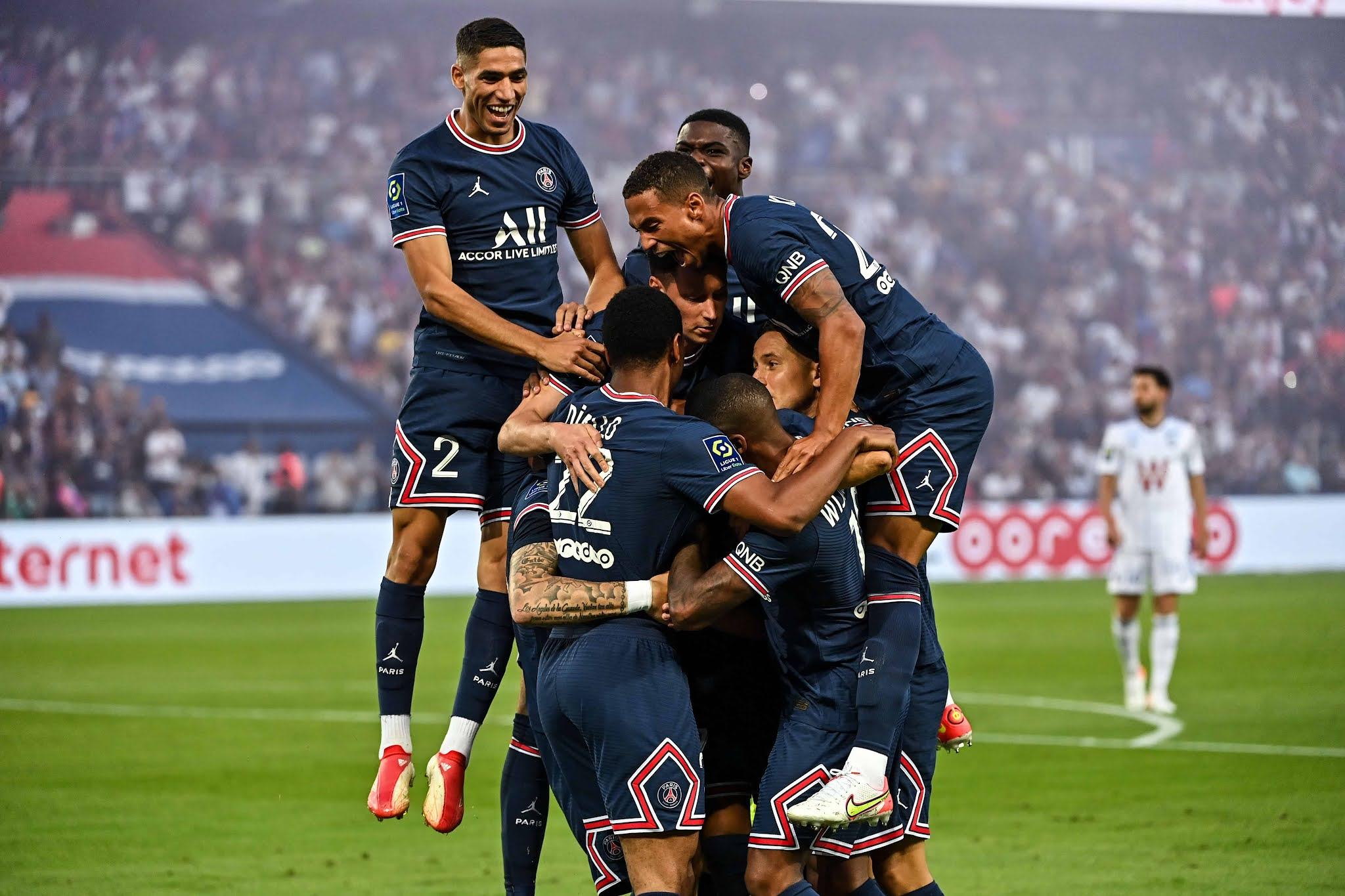 PSG, con Messi en la tribuna y un gol de Icardi, superó a Racing de Estrasburgo