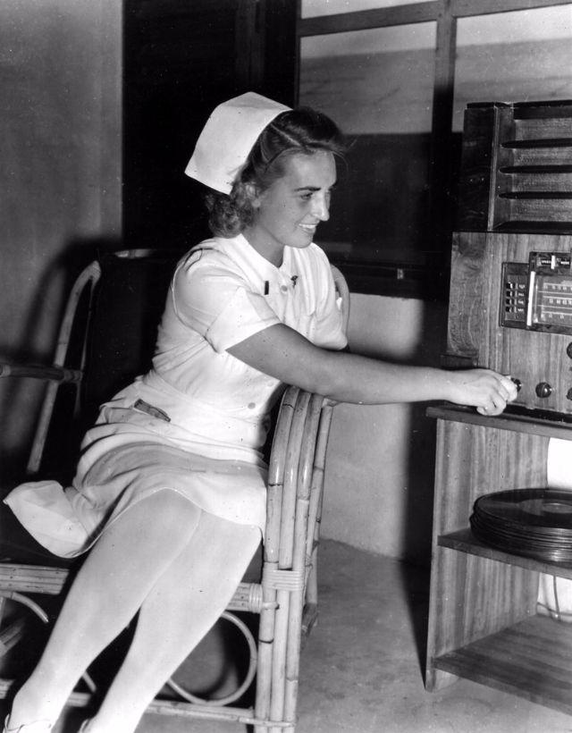 Girls with Vinyl Records | Edisons Medicine: Vinyl