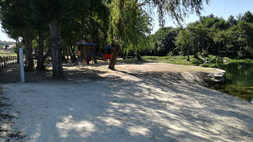 Areal da praia fluvial da Devesa