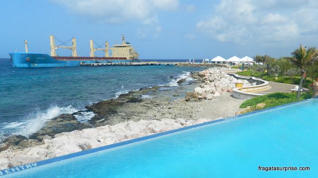 Vista da piscina do Renaissance Curaçao Resort