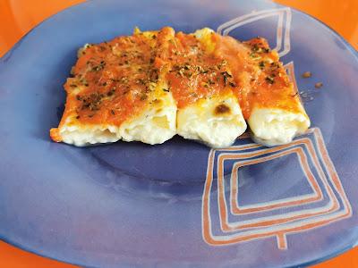 Una ración de canelones cuatro quesos