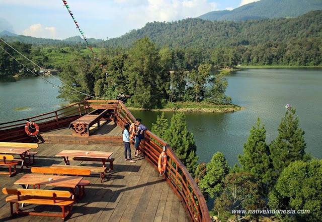Lake Side Situ Patenggang