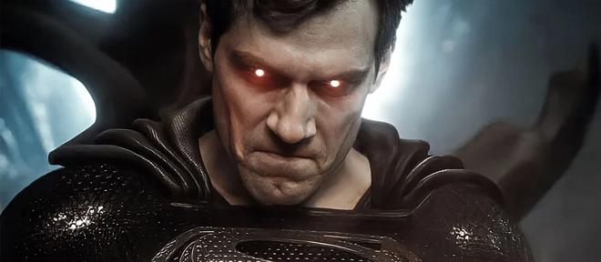 Superman con el traje negro en la liga de la justicia