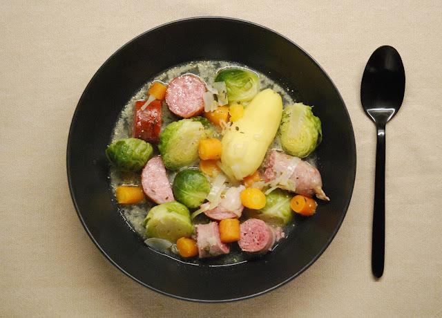 Potée de saucisses aux choux de Bruxelles
