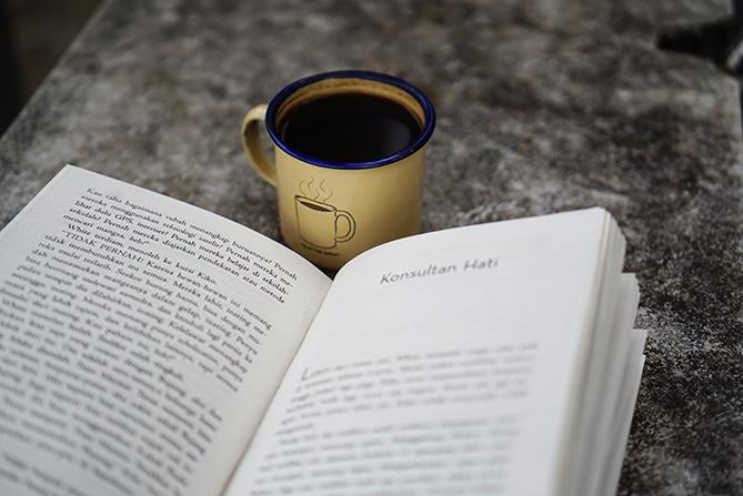 Membaca novel Pulang-Pergi