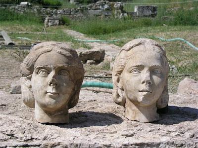 Κρυμμένα για αιώνες μέσα σε ένα πηγάδι κλασικής εποχής στον Κεραμεικό