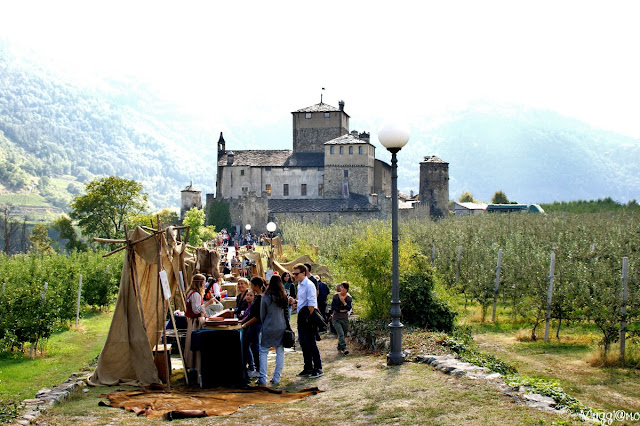 Il Castello di Sarriod e i banchetti del festival Medievale