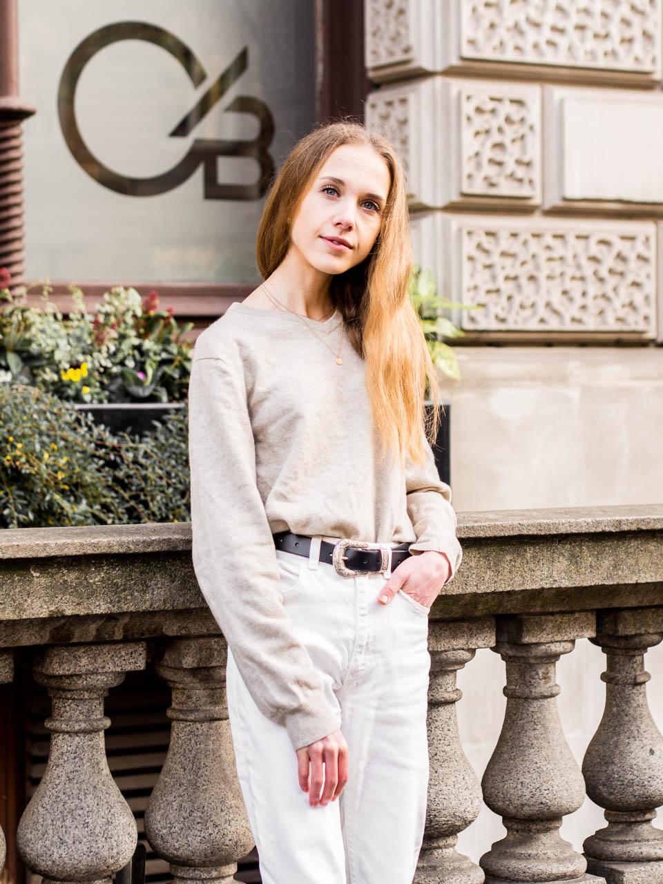 White jeans and cashmere jumper outfit - Valkoiset farkut ja kasmirneule, asuinspiraatio