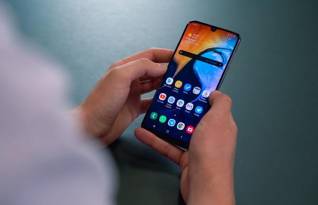 Pilih-Ponsel-Samsung-Galaxy-A50-atau-Galaxy-A50s