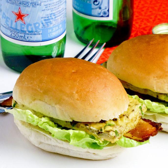 Recept Snel en makkelijk: dinerbroodjes met kruidenomelet en krokant gebakken Zeeuws spek