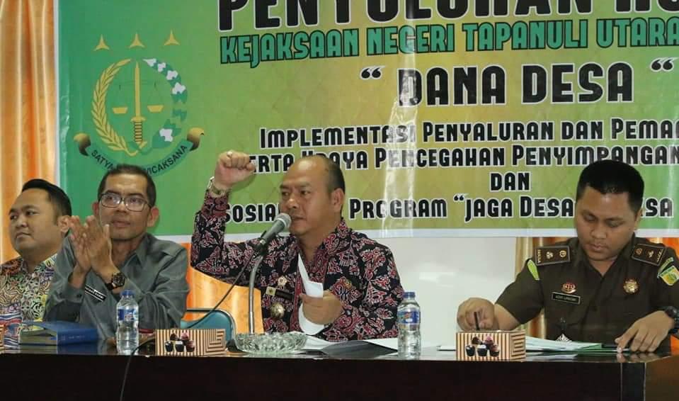 Bupati Nikson Nababan bersama Kajari Taput Tatang Darmi,  SH,  MH mengadakan Penyuluhan Hukum kepada seluruh Kepala Desa se-Tapanuli Utara.