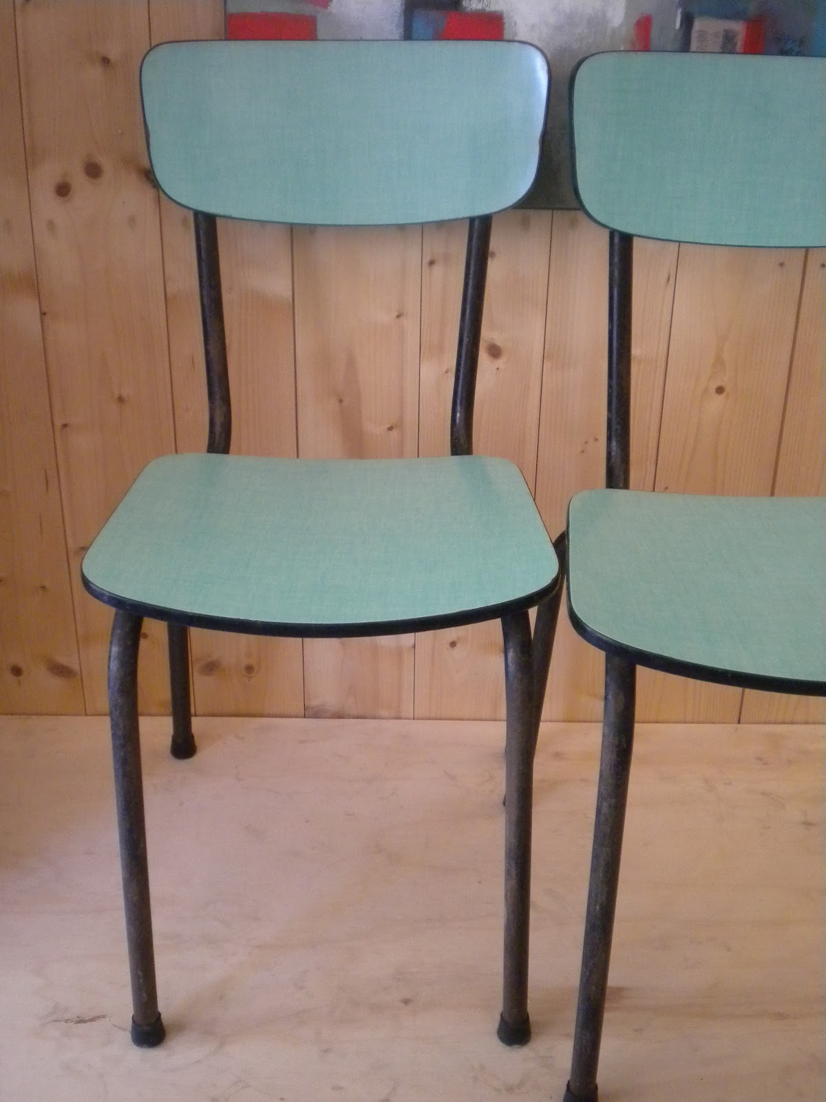 retroverso sieges chaise en formica. Black Bedroom Furniture Sets. Home Design Ideas